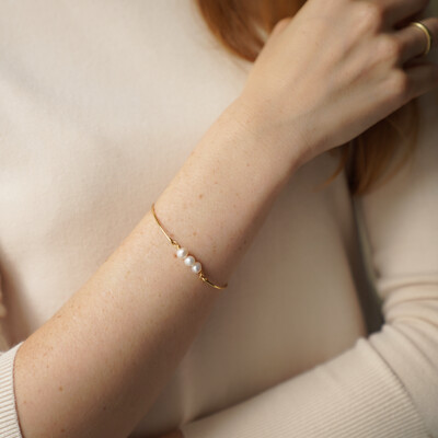Gold plated bracelet with natural pearls, 6mm