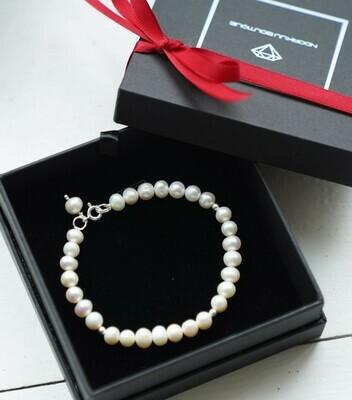 Natural pearl bracelet + silver details