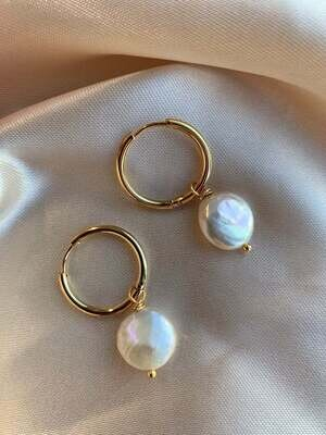 Gold plated earrings with natural pearls