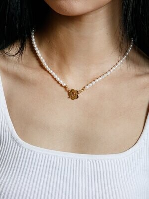 Natural pearl necklace with flower clasp