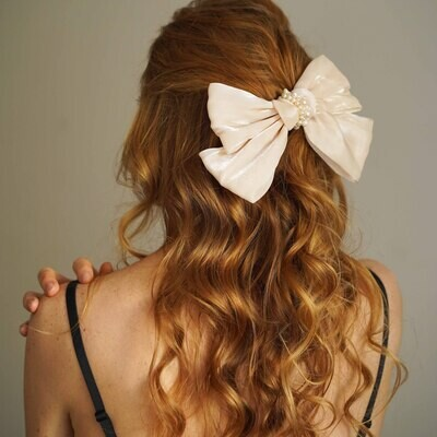 Hair clip - bow with natural pearls