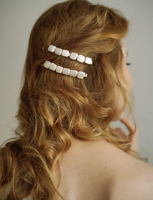 Hair clip with natural pearls