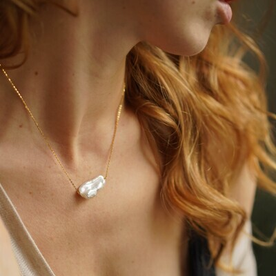 Necklace with natural pearl