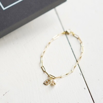 Gold plated bracelet with natural pearl and your letter