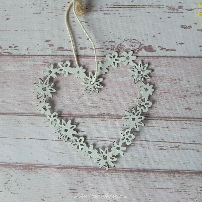 Small Metal Daisy Design Hanging Heart