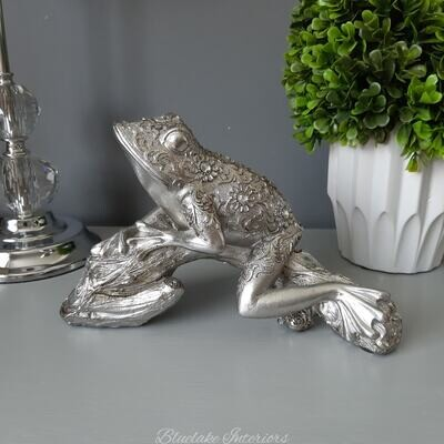 Stunning Jewelled Silver Frog Sitting On Log Ornament