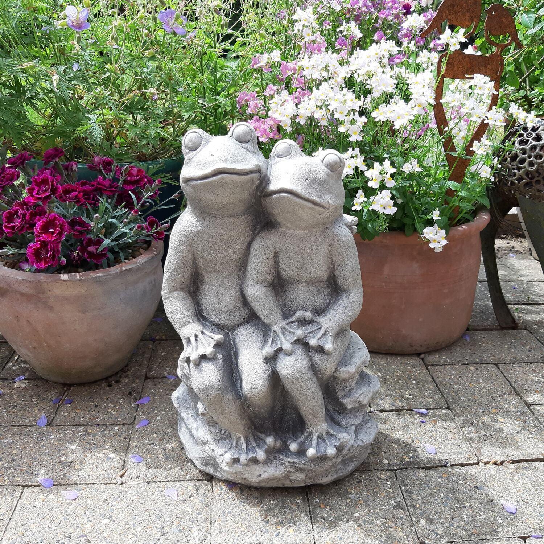 Large Hugging Mr & Mrs Frog Garden Statue Ornament