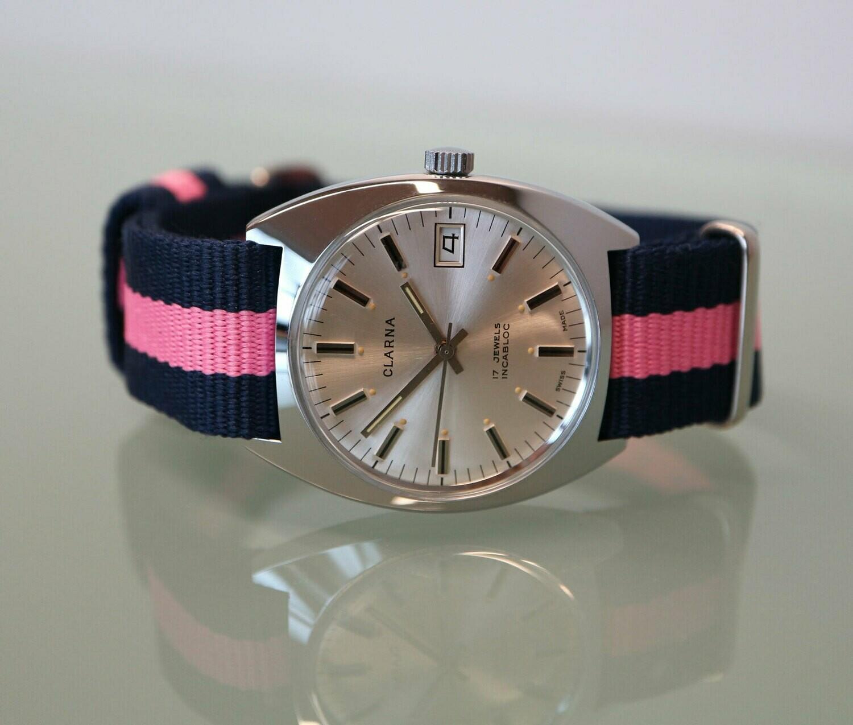 Original Vintage Clarna Handaufzug Stahl, Swiss Made, neues Nato-Band rosa/blau, Zifferblatt silber