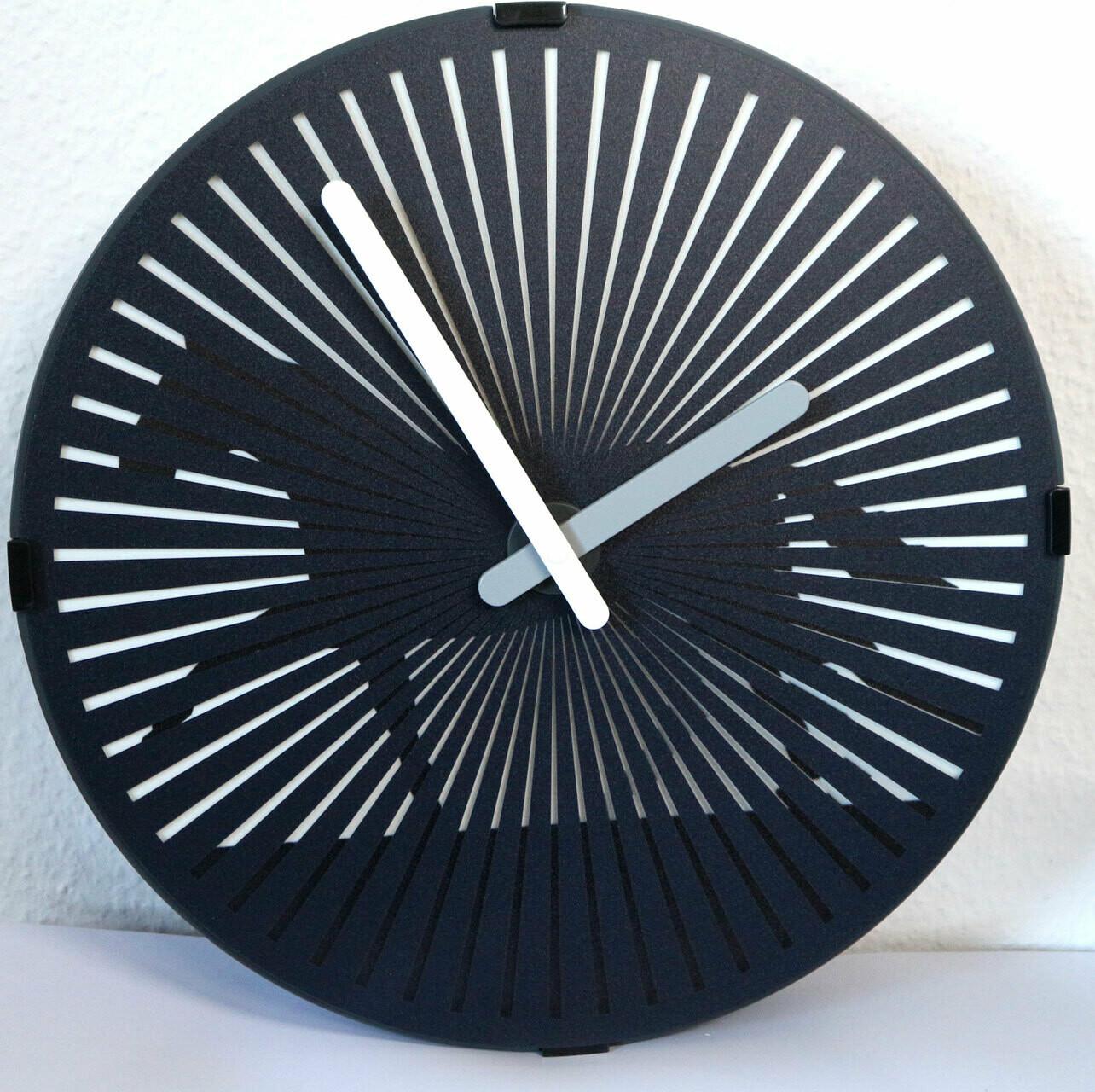 Quarz-Uhr Pferd - rotierende Scheibe erzeugt optischen Trabeffekt
