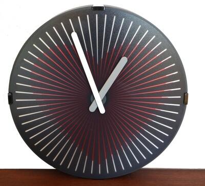 Quarz-Uhr Herz - rotierende Scheibe erzeugt Pulsschlag