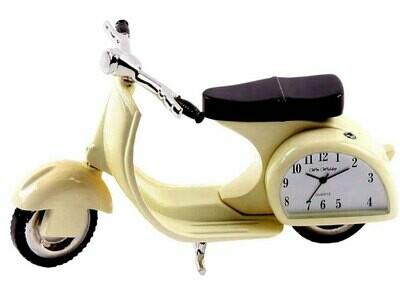Vespa mit Quartz-Uhr