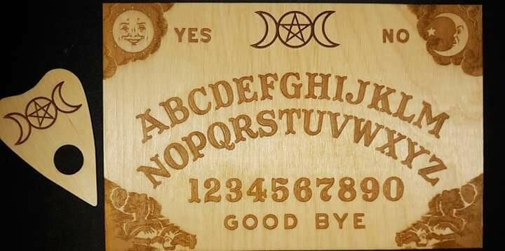 Spirit board w/ planchette