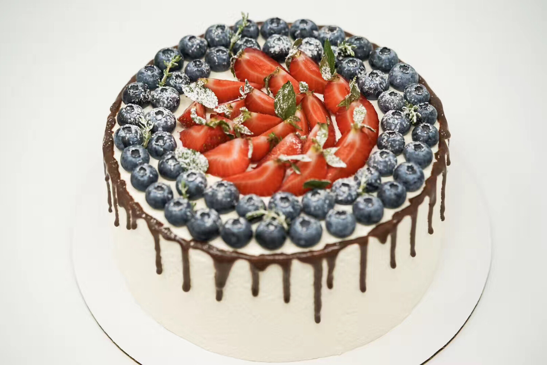 Customized Fresh Cream Cake