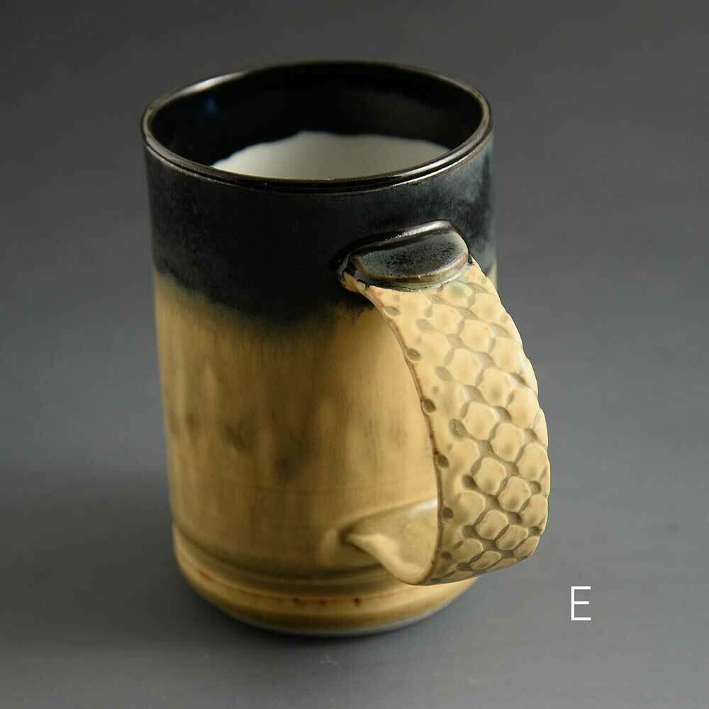Mug - Dark top mug with textured handle Porcelain