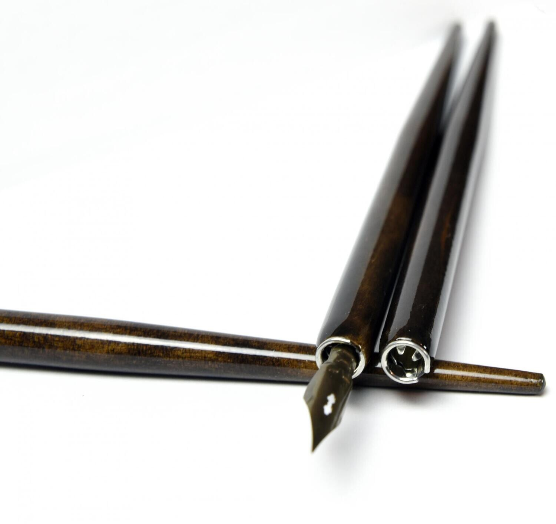Деревянный держатель для пера (морилка, тёмный лак)