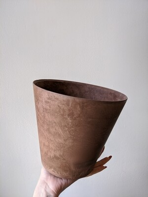 Rust Pot with Built-In Drainage (Multiple Sizes)