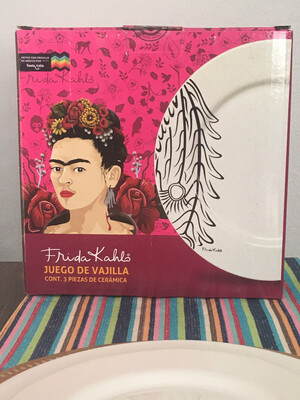 Three-piece Frida, Plate set one dinnerplate one dessert plate one salad