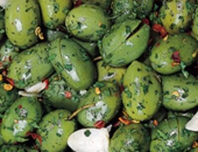 Cod. 012 Olive verdi schiacciate  tagliate piccanti mit Stein