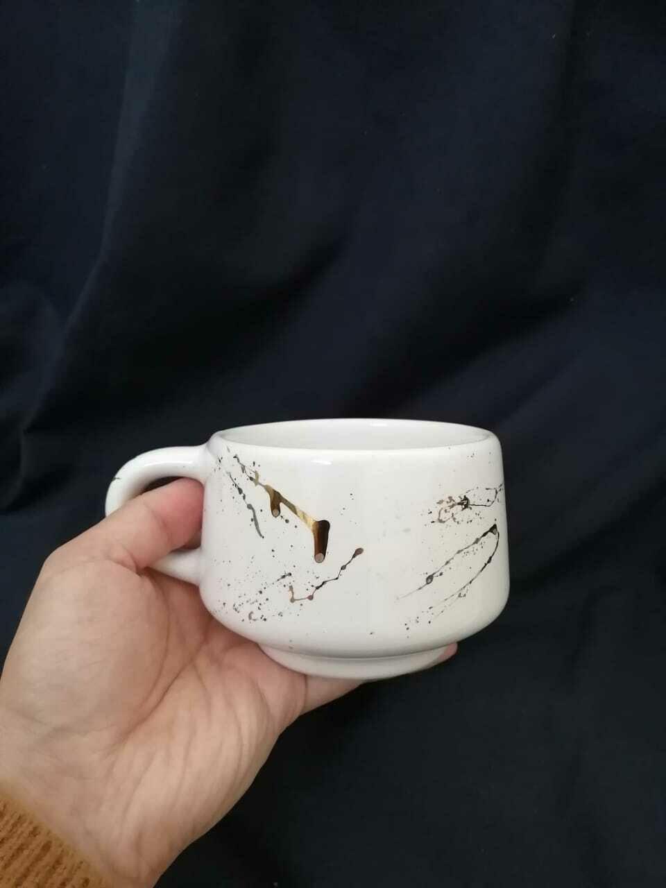 Taza de cerámica hecha a mano - salpicadura dorada