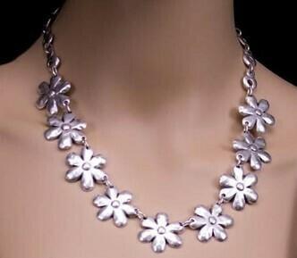 Daisy Necklace - Super Light!