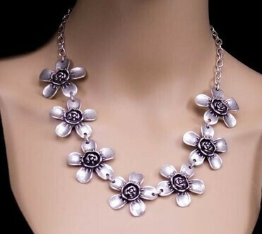 Large Flower Necklace - Super Light!
