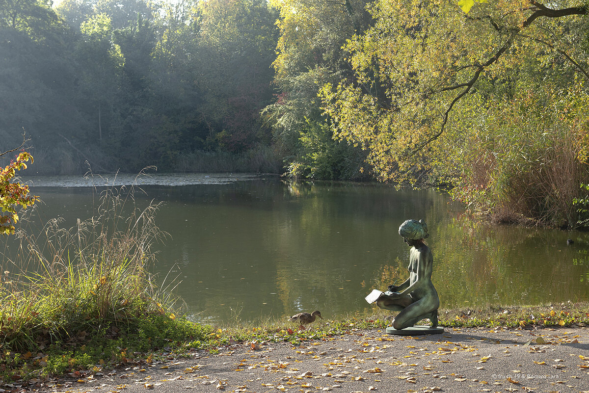 livingstatue with duck