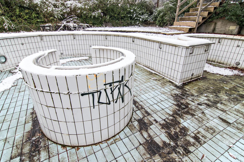 Das alte Thermalbad / 3275.