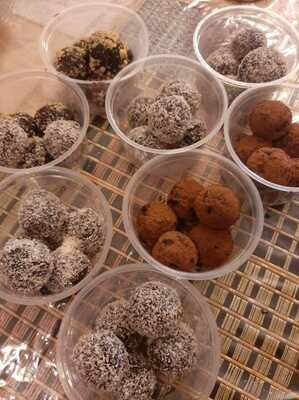 ​Healthy Truffles (Mix Box of 5) - 125g