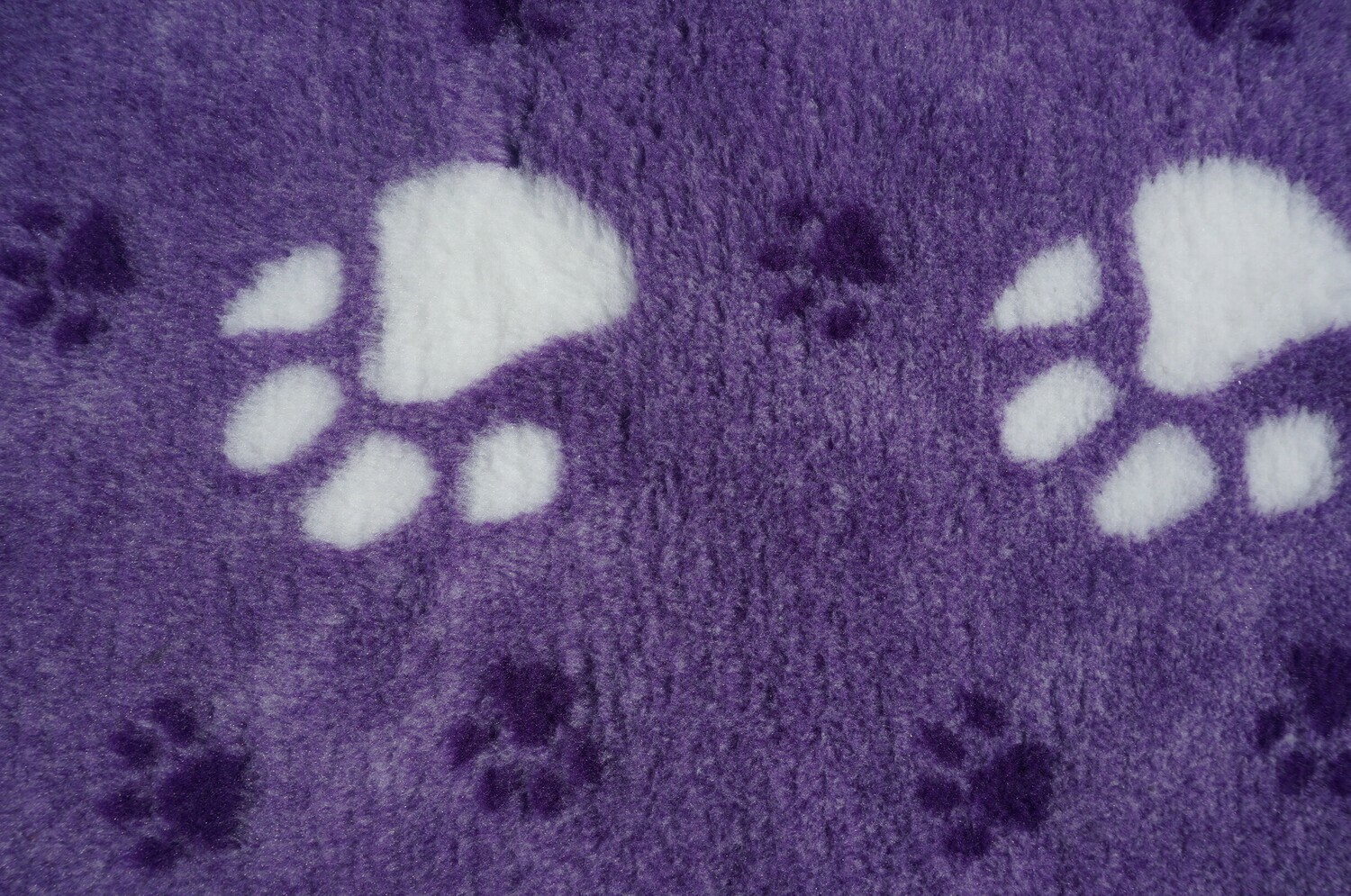 Minimum {15 x Metre Roll} : Ultra Premium - Non Slip Backing :  Big Paw : Purple with Large White and Smaller Regal Paws - Ref : (6260)