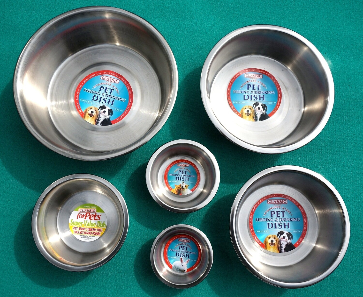 Various Sizes : Classic Stainless Steel Feeding & Drinking Bowls. Suitable for all sized Pets - Ref : (1304)