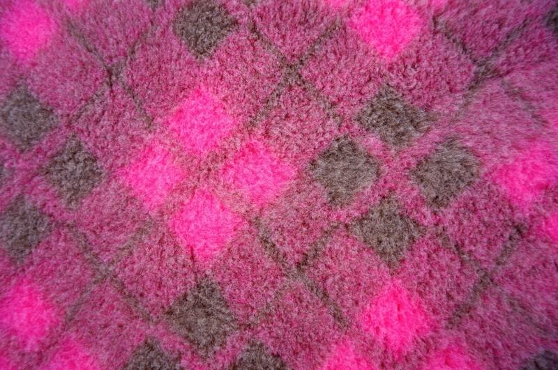 {Single Sheets} : Ultra Premium - Non Slip Backing : Two Tone Pink and Mink Diamond Tartan - Ref : (6299)