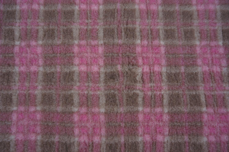 Minimum {15 x Metre Roll(s) }  Ultra Premium Non-Slip Backing Original Vet Bedding Fleece : Mink and Pink Diamond Tartan - Ref : (6298)