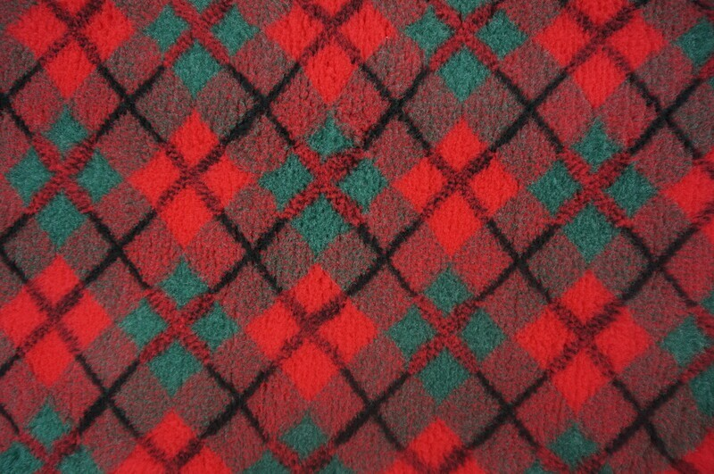 Minimum {15 x Metre Roll} : Ultra Premium - Non Slip Backing : Red &      Green Diamond Tartan - Ref : (6316)