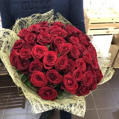 Букет из 51 красной розы в сизали