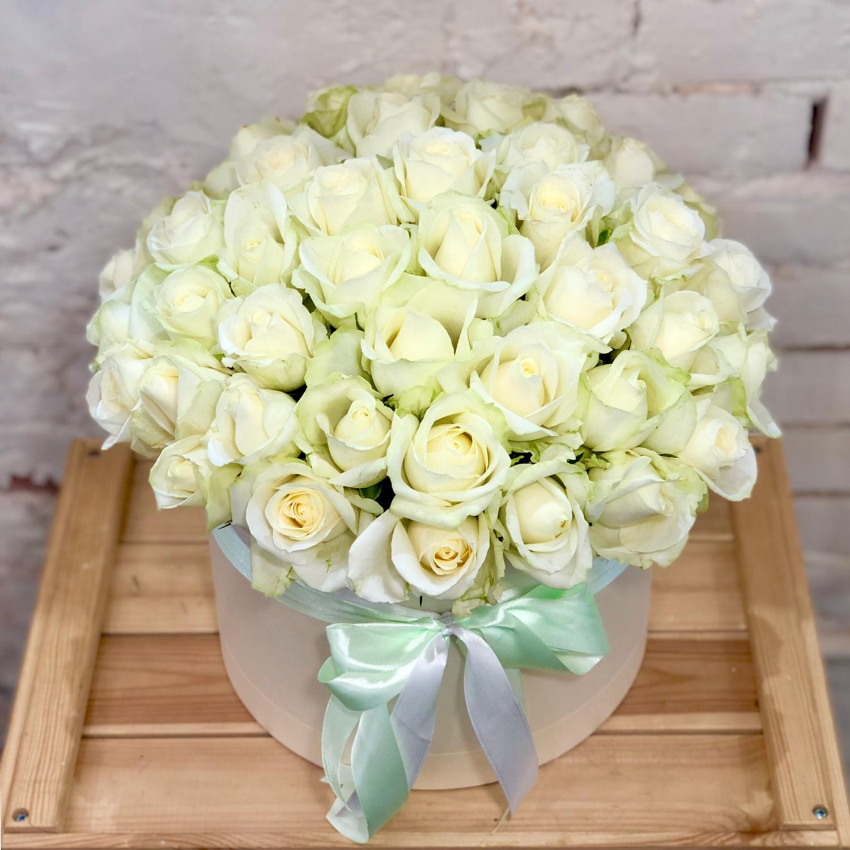 51 роза белая в шляпной коробке