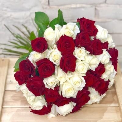 Букет из 51 красно-белой розы