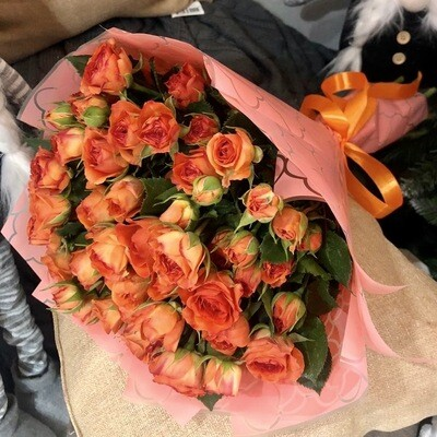 Букет из кустовой оранжевой розы 11 шт.