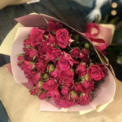 Букет из кустовой малиновой розы 11 шт.