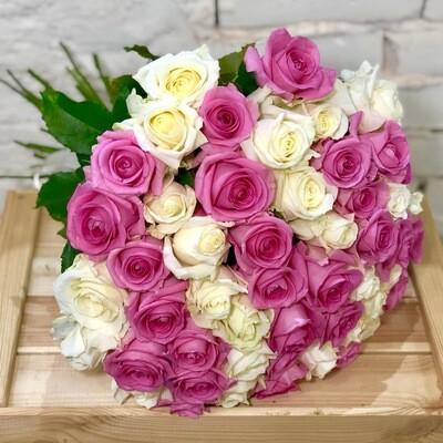 Букет из 51 розово-белой розы
