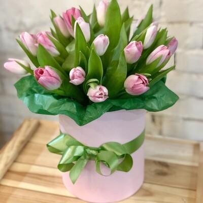 Шляпная коробка из розовых Тюльпанов