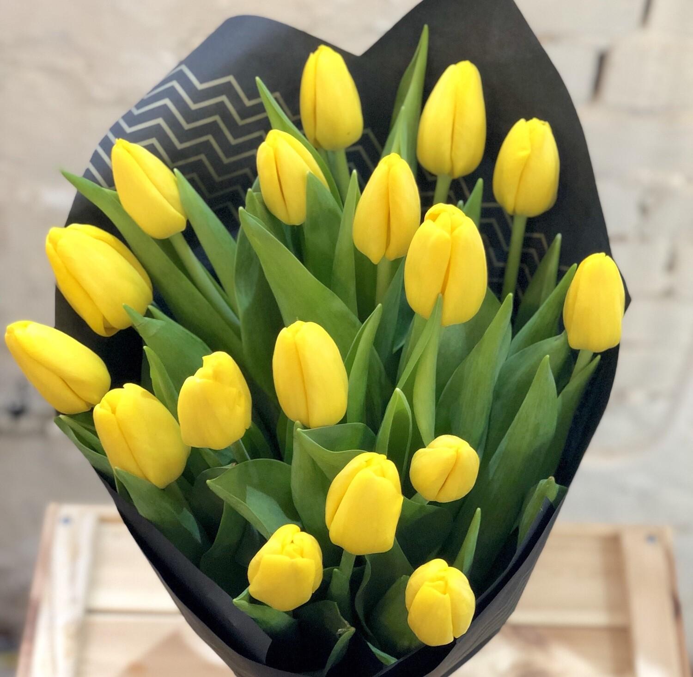 Букет из желтых Тюльпанов в крафте