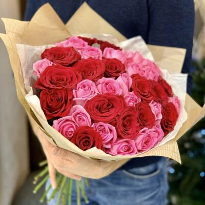Букет из 51 розы микс в крафте
