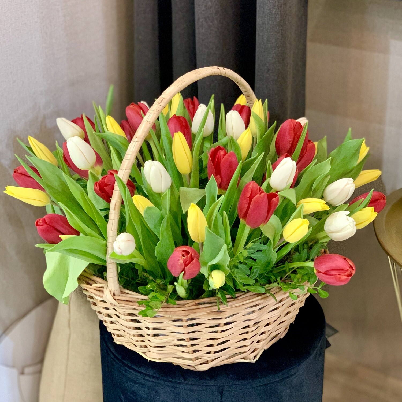 Корзина из 51 тюльпана Микс