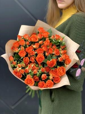Букет из оранжевой кустовой розы 15 шт.