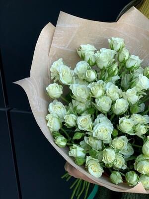Букет из кустовой белой розы 11 шт.