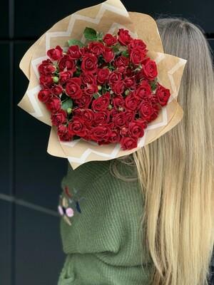 Букет из кустовой красной розы 11 шт.