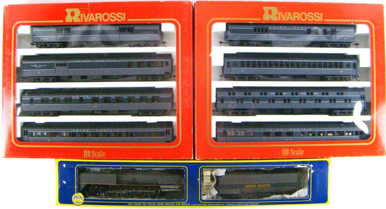 AHM/Rivarossi UP FEF-3 4-8-4 Northern #836 Eight Coach Heavyweight Passenger Set HO Scale