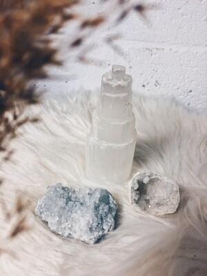 Kristalset seleniet, celestien en kwartsgeode