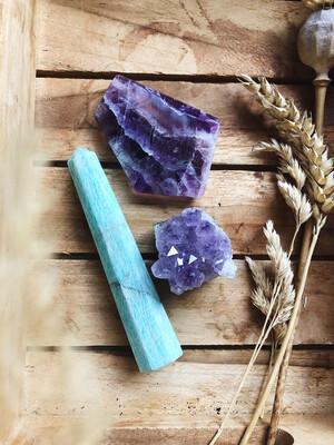 Kristalset fluoriet, amazoniet en amethist