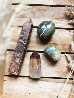 Kristalset starburst jaspis, rookkwarts, oceaan jaspis en rhyoliet